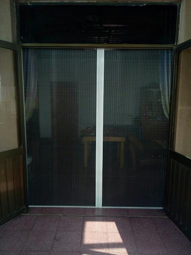 Có nên lắp đặt cửa lưới chống muỗi hay không?